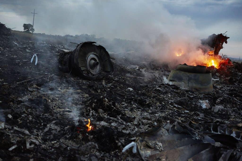 Vlucht MH17 uit Amsterdam is vermoedelijk uit de lucht geschoten met 298 passagiers aan boord .