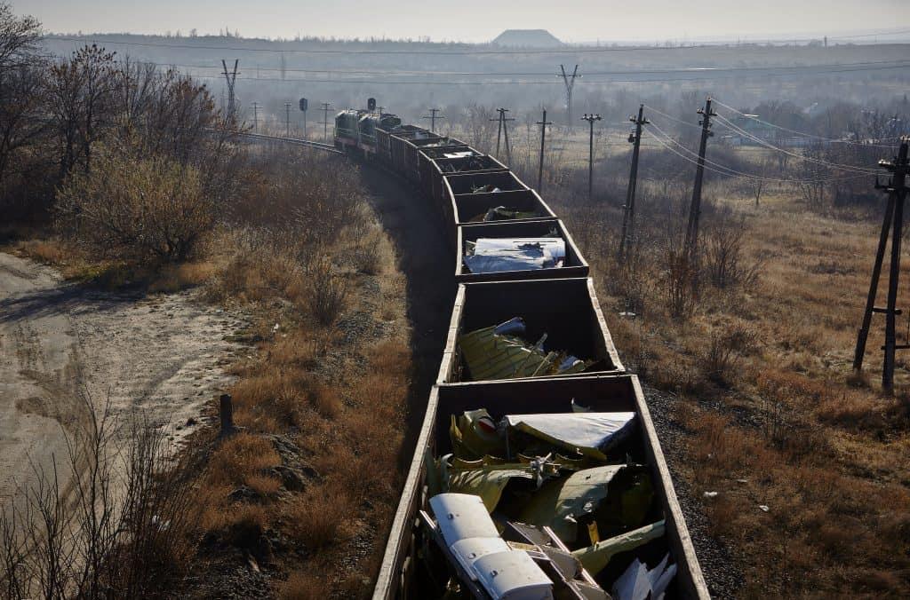 Een trein brengt resten van vlucht MH17 van Torez naar Kharkiv .
