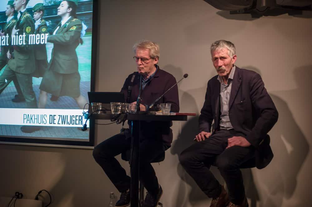 Gijsbert Hanekroot en Theo  Bakker tijdens de presentatie.