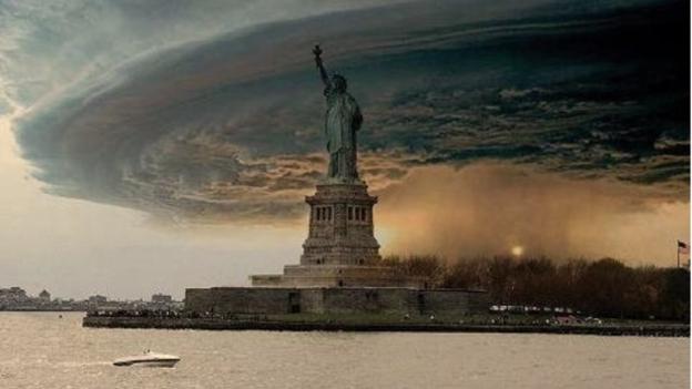 Een gemanipuleerd beeld van  Hurricane Sandy die over New York trok was een online hit. Het beeld was echter een manipulatie.