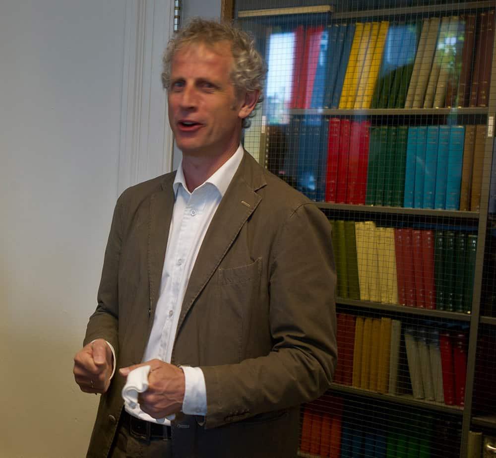 Hier Peter van den Doel nog in zijn oude functie, en ook nog in de vestiging van Spaarnestad in haarlem.