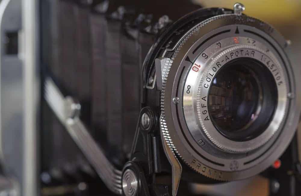 Een oude analoge camera, 6x9 cm opname formaat, ook dat mis je wel bij digitale fotografie.