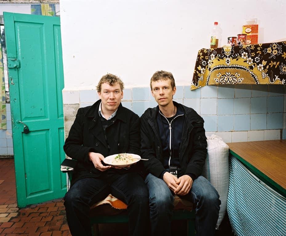 Dranda, Abkhazia, 2010 - Schrijver Arnold van Bruggen (links) en Rob Hornstra (rechts) aan het werk voor The Sochi Project