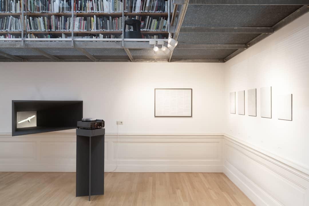 Expositiebeeld ruimtelijke installatie. Foto: Sjoerd Knibbeler