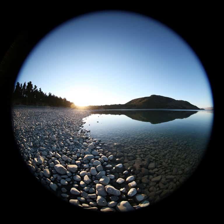 Een van de fish-eye foto's die de achtergrond vormt van het kunstwerk. Foto Wim Tellier