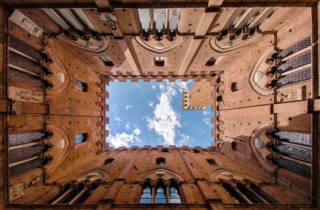 Looking up at the Torre del Mangia
