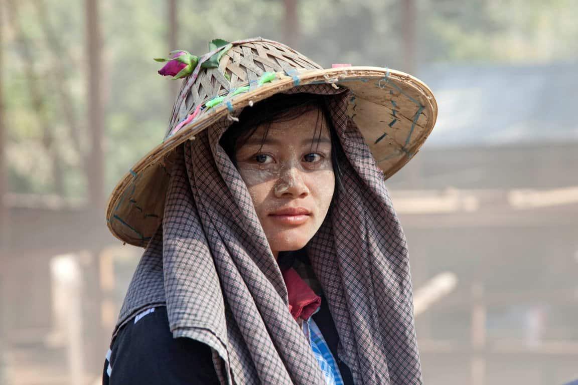 Wegwerker in Myanmar - Foto Marica van der Meer