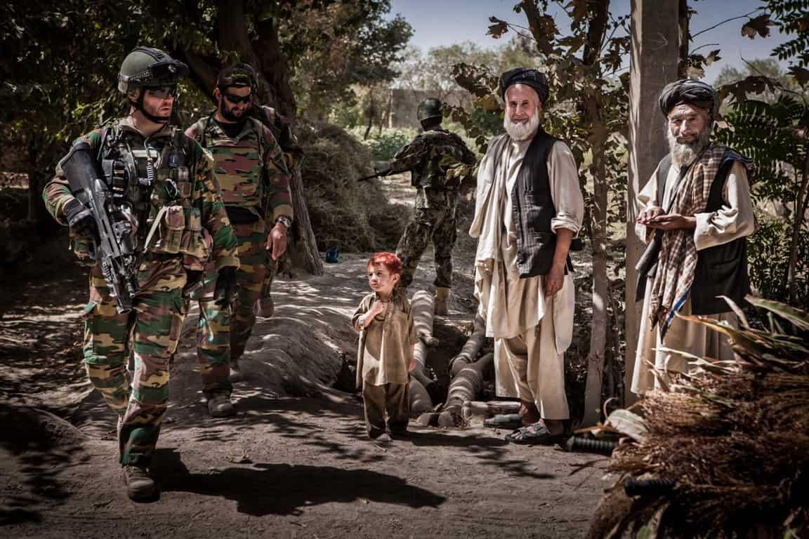 Foto Bas Bogaerts - gemaakt tijdens tijdens voetpatrouille met paracommando's in talibangebied rond Kunduz