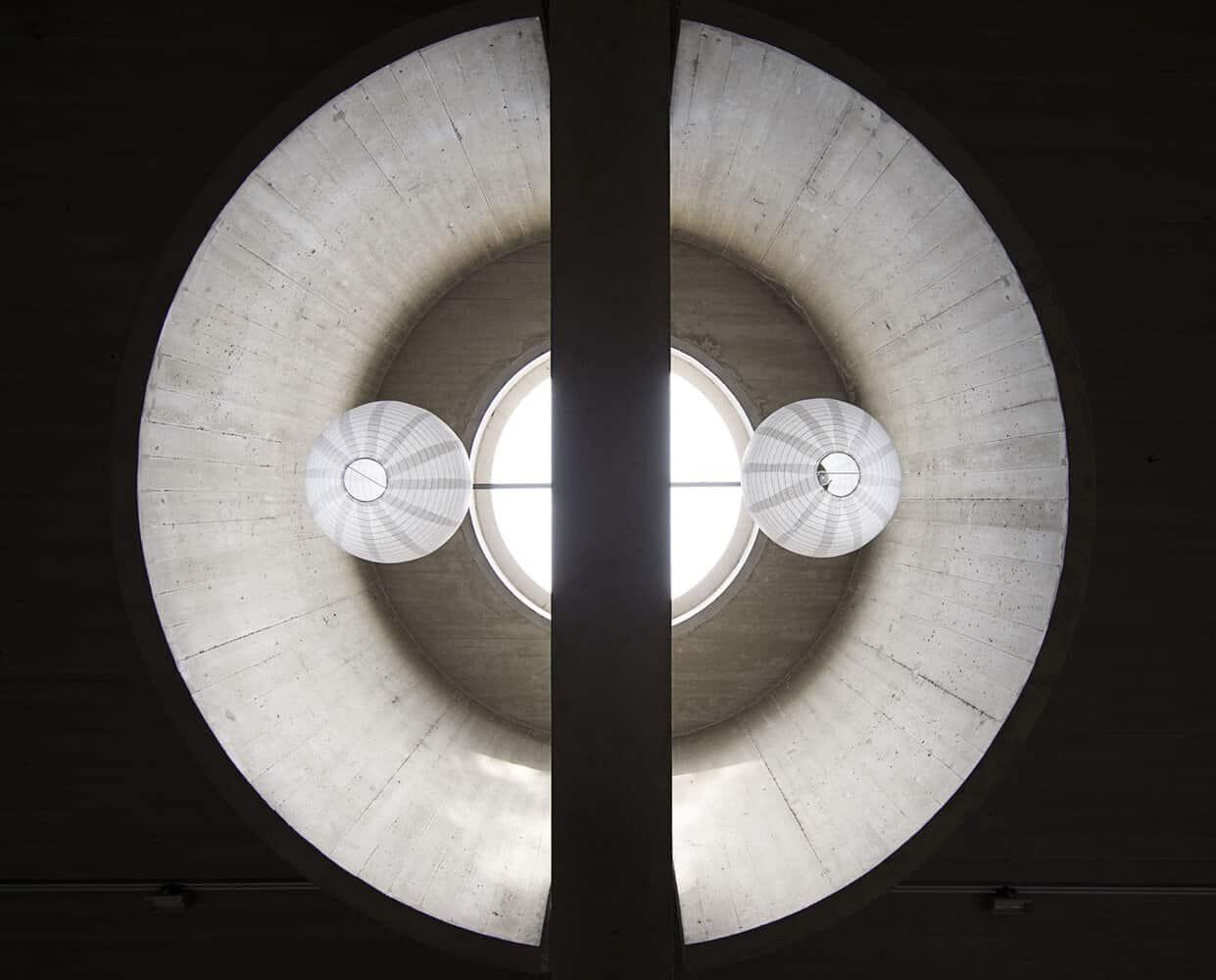 Pastoor van Ars kerk, ontwerp van Aldo van Eyck - Foto Arjan Bronkhorts