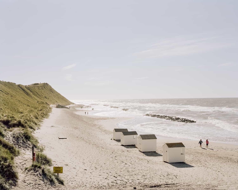 Kribben moeten het achterliggende land beschermen tegen verdere erosie, Denemarken. Foto Claudius Schulze.